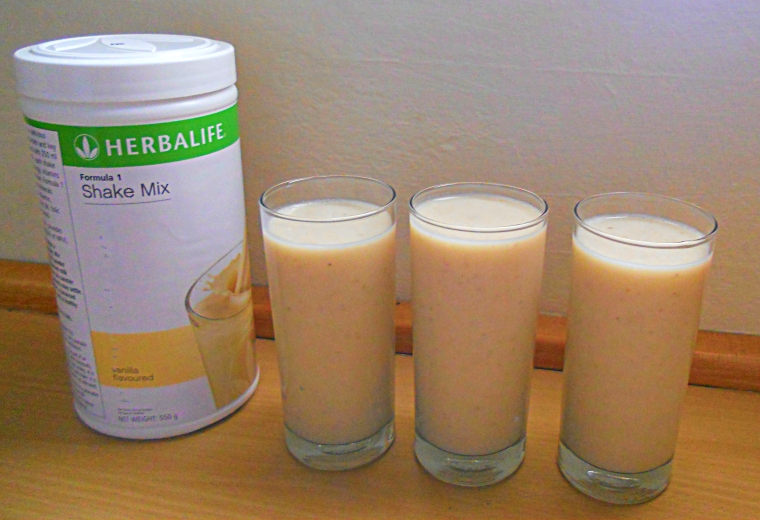 Step by Step Herbalife Shake. Best Herbalife Recipes, Herbalife Shake with banana, yogurt, fruit juice